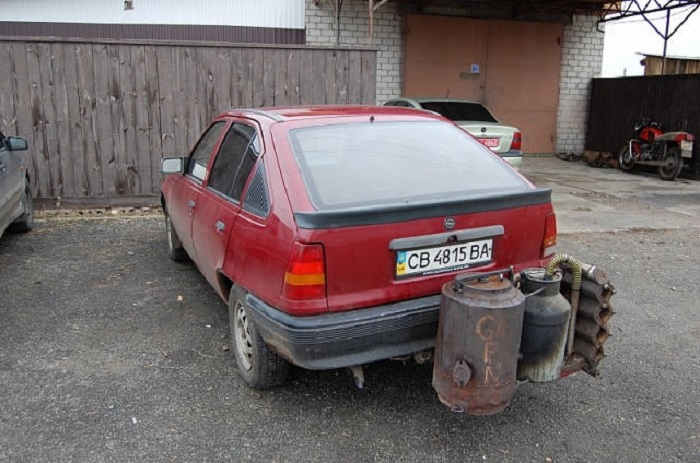 malkomis-varomas-automobilis