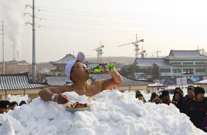 nuogas-sniege