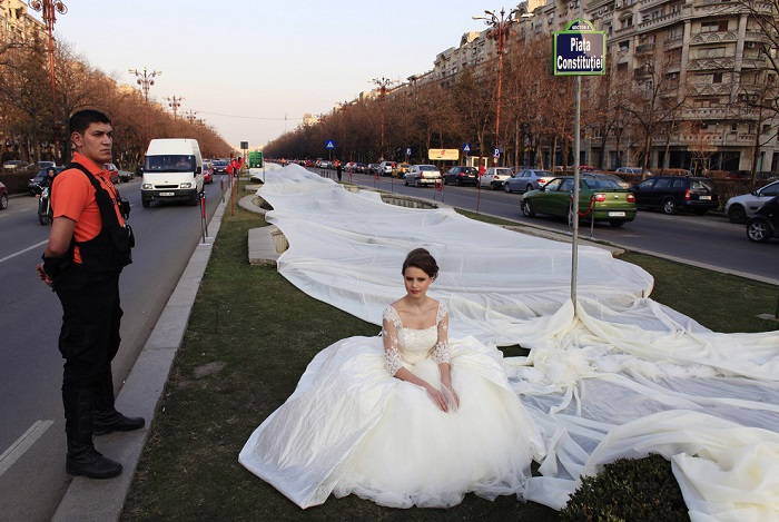 ilgiausias-vestuvines-sukneles-sleifas